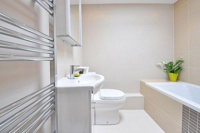 półki do łazienki drewniane